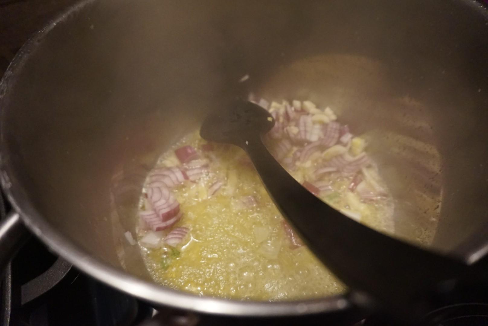 original tuerkische Nudelsuppe Sehriye Corbasi vegetarisch