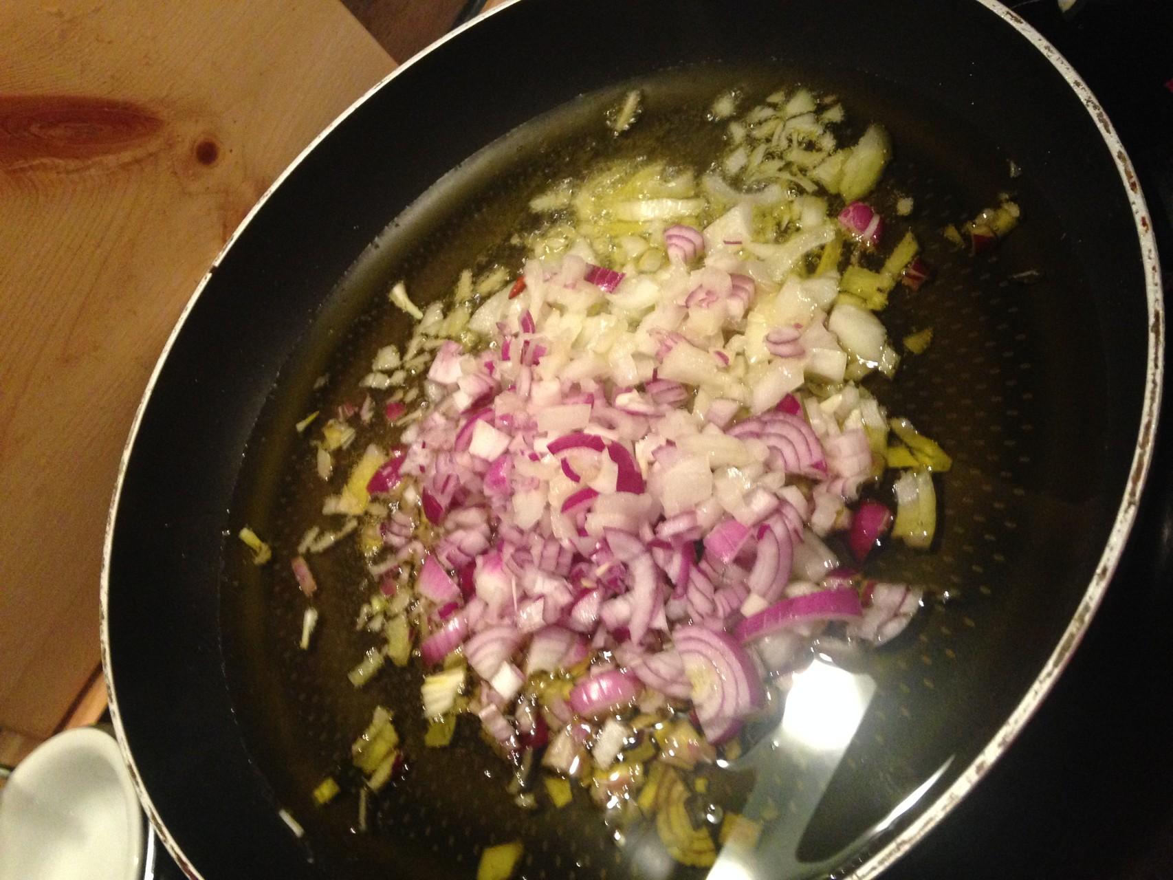 Zwiebel+Knobi in reichlich Olivenöl anbraten
