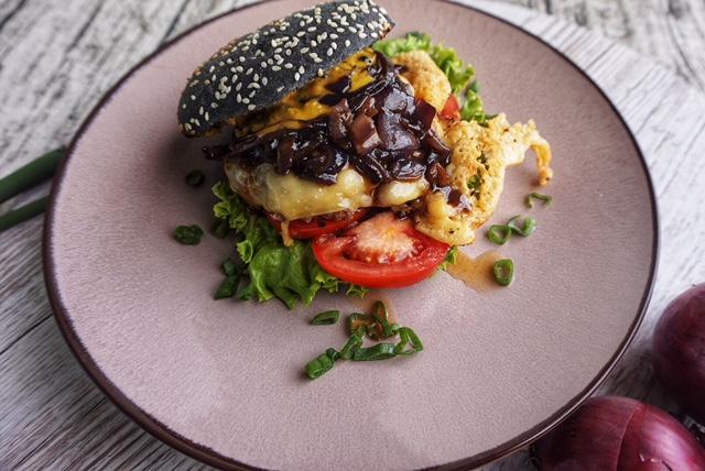 Schwarzer Cheeseburger Rezept l Wie mache ich den perfekten Burger