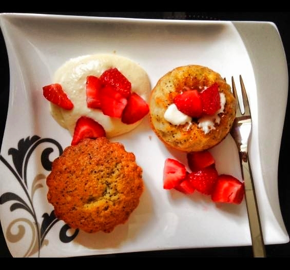 Vanille-Mohn-Muffins mit Erdbeeren