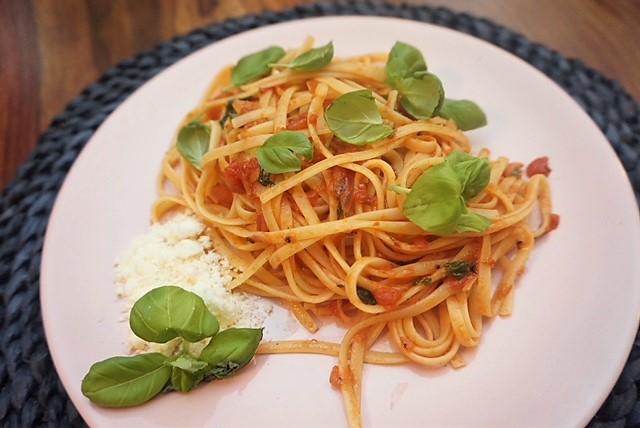original Spaghetti Napoli in 15 Minuten l Spaghetti mit Tomatensosse