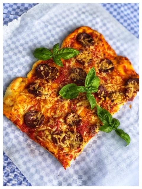 die beste selbstgemachte Pizza mit Sucuk l der Teig muss nicht gehen
