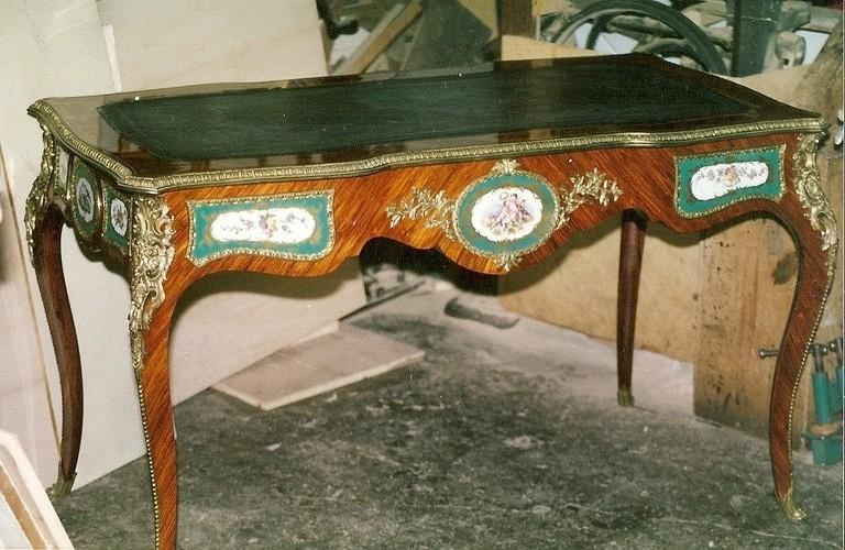 bureau N III bois de rose et porcelaine de Sêvre