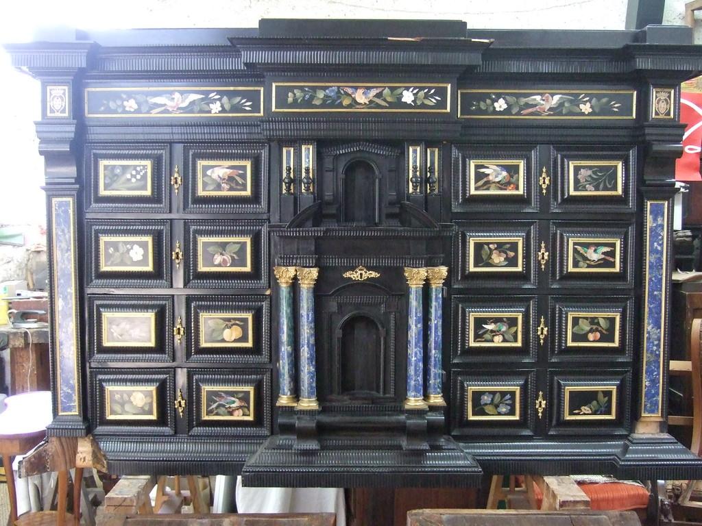 Cabinet florentin marqueterie de pierres dures