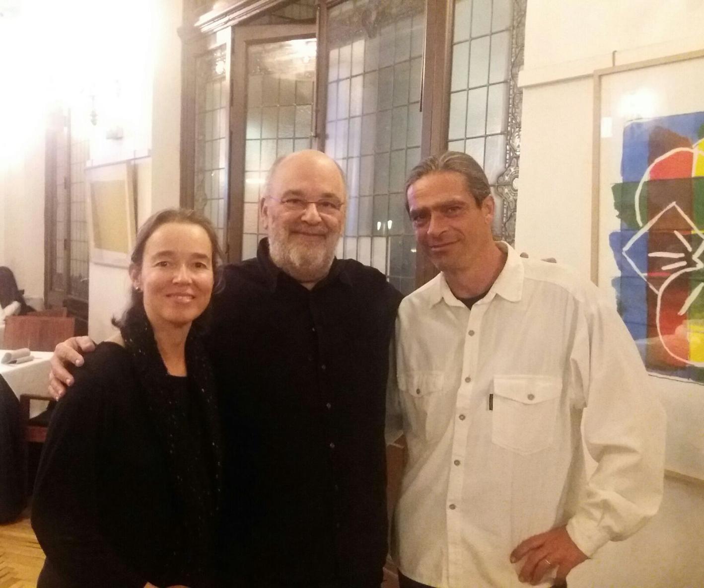 Carmen Ros, Jaques Morelenbaum y Julio García, después de la grabación del CD Atlântica  (Vassalo)