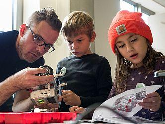Die Code Week interessierte Jung und Alt (Foto: Sandra Schink)