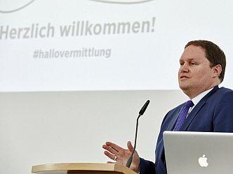 Hamburgs Kultursenator Carsten Brosda eröffnete die Konferenz »Hallo Vermittlung!?« (Foto: Claudia Höhne)