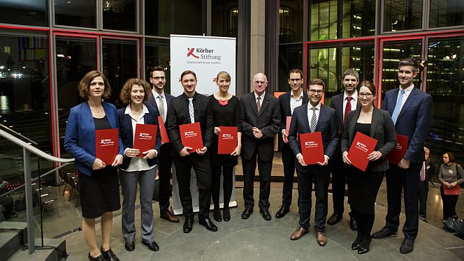 Der ehemalige Bundestagspräsident Norbert Lammert verlieh die Auszeichnungen an die Studienpreisträger 2017 (Foto: David Ausserhofer)