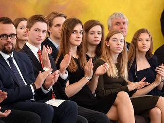 Die Gruppe der Erstpreisträger aus Rendsburg: Till Fischer, Kyra Sepke, Lea Zech und Jonna Silber (v.l.n.r.).  (Foto: David Ausserhofer)