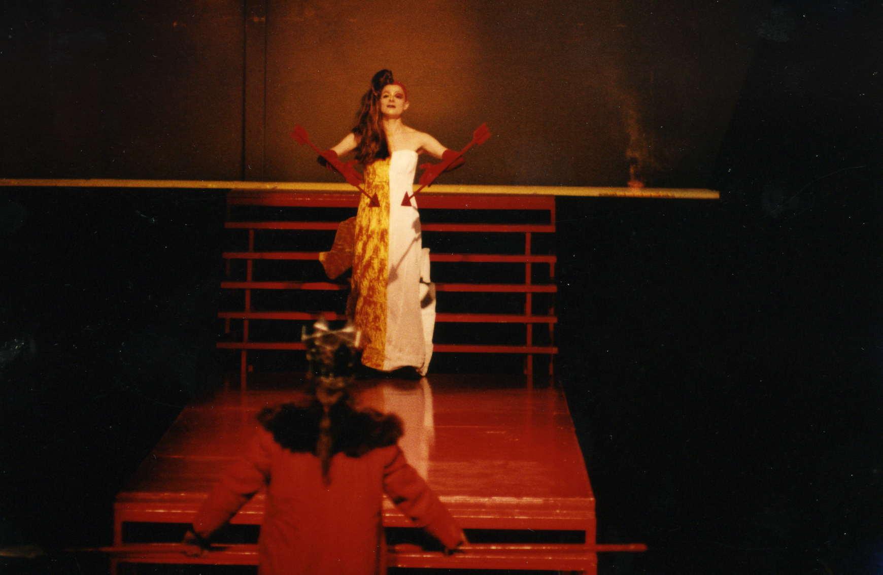 """Hildegard Ritter als Jokaste in """"Ödipus Rex"""" Würzburg 1994"""