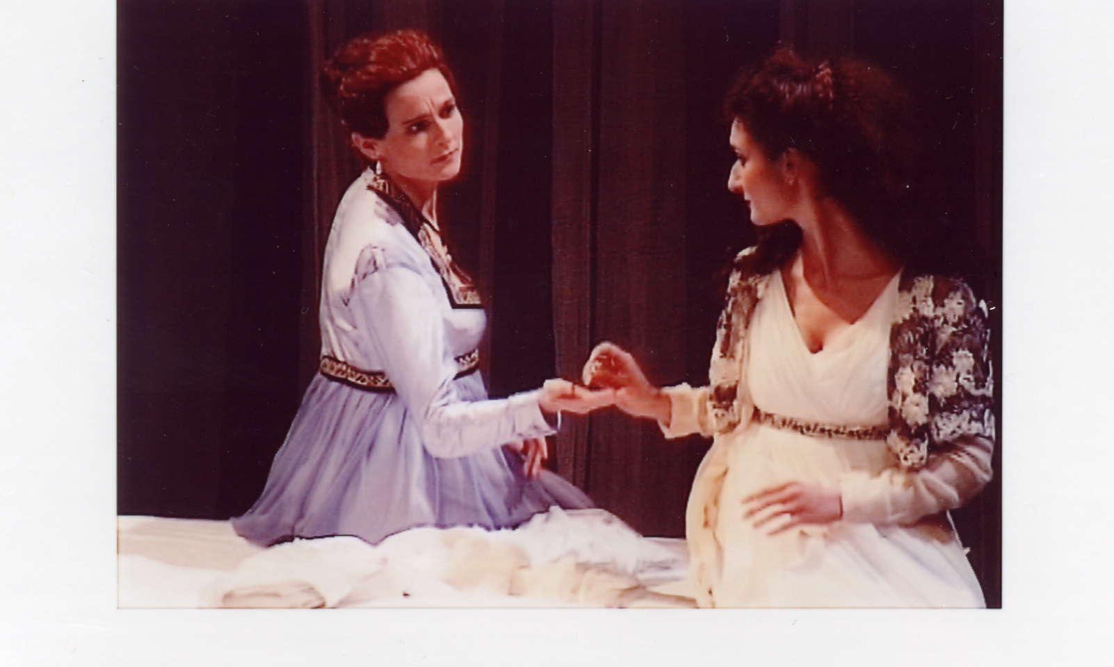 "Hildegard Ritter als Emilia in ""Otello"" Würzburg 1998"