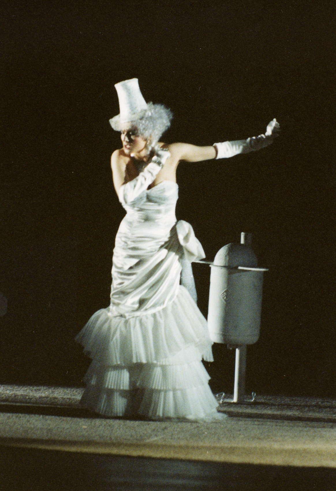 "Hildegard Ritter als Juno in ""Semele"" Würzburg 1992"