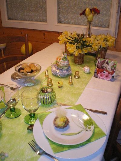 Table de Pâques - gîte la Fontaine St Gervais - Aumont - Oise