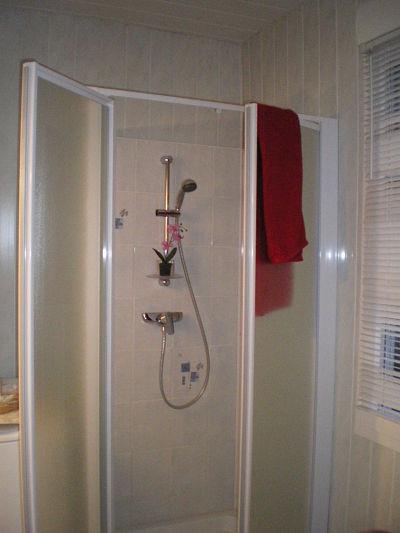Nouvelle cabine de douche - février 2014 - gîte la Fontaine - Aumont- Oise