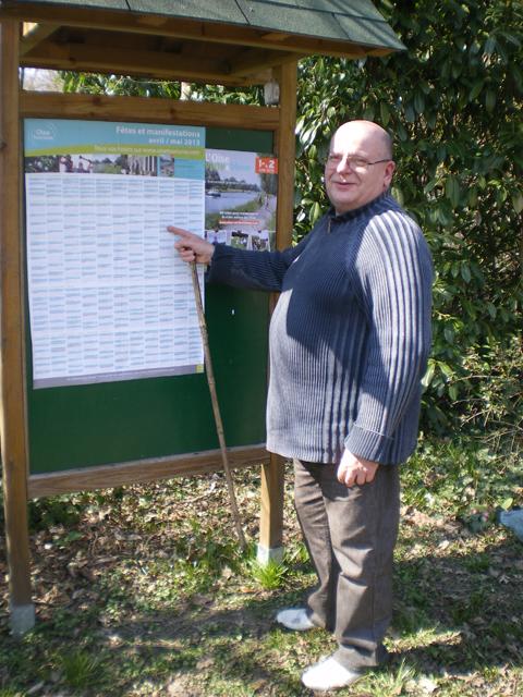 Panneau d'affichage - jardin du gîte la Fontaine St Gervais - Aumont - Oise