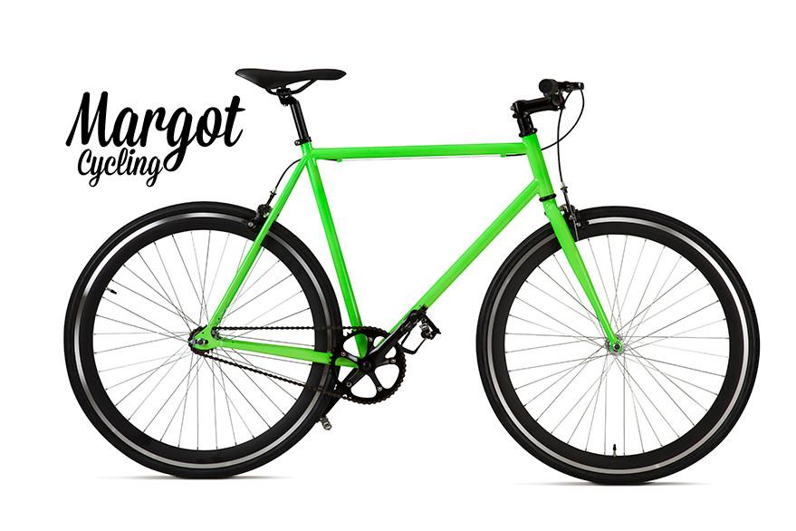 Modelo fixed bike MARGOT DRAGONFLY. Es evidente el contraste verde-negro, iluminado por el reflejo del aluminio de la pista de frenado y de los rayos.