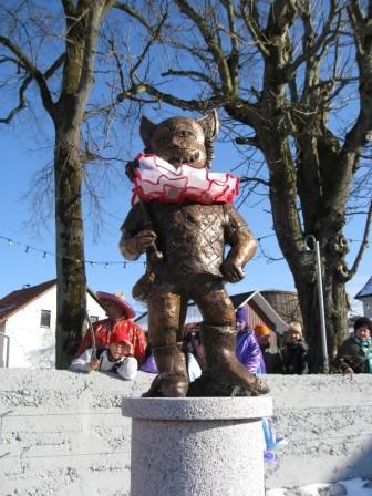 Narrenbrunnen in Arlen künstlerisch gestaltet von Peter Schaumann