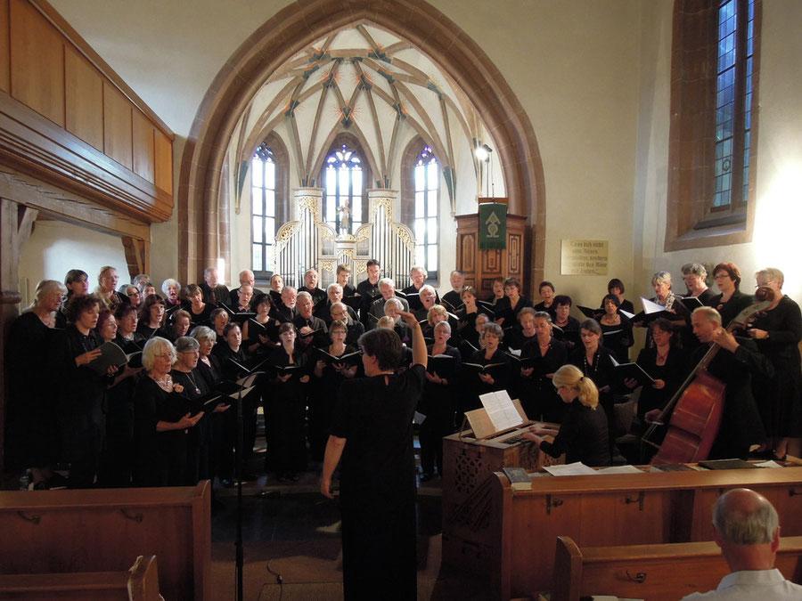 Inneres der Kirche erfüllt mit dem Lobgesang der Nagolder Kantorei