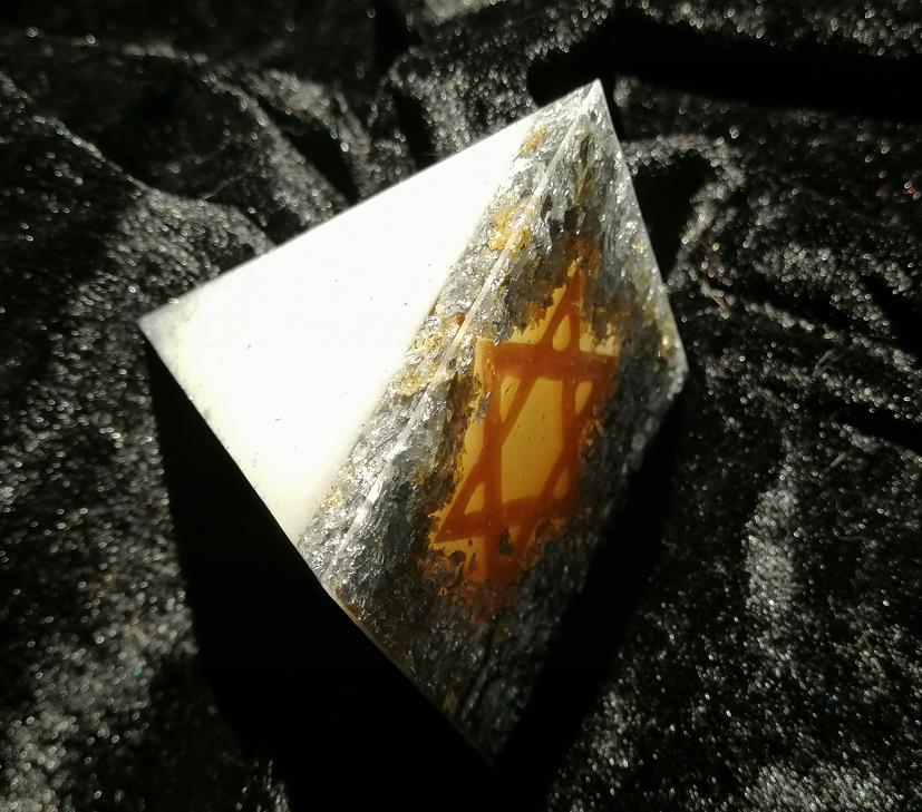Mondpyramide von unten