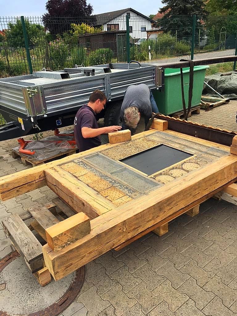 06 Fertgmachen für den Transport zum Aufstellplatz. Löcher, Eisen und Beton sind vorbereitet