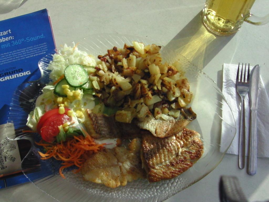 ...mein Abschiedsessen, Fischplatte mit Bratkartoffeln und Salat 9,90 Euro
