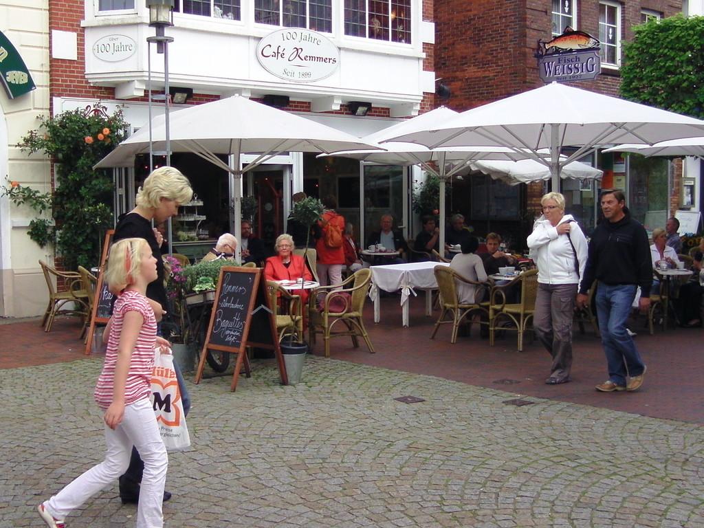 .. sehr schönes Lokal, riesige Tasse Milchcaffee 2,50 Euro