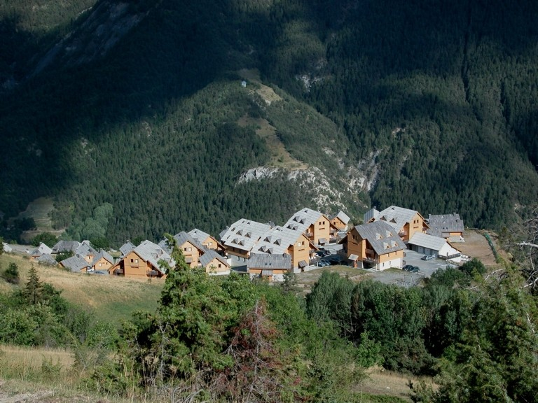 Une vue sur le nouveau village de PRAROUSTAN