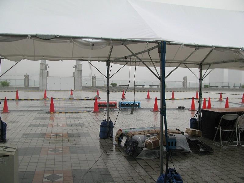 開催初日開始時間になって 大雨! モーター車を避難