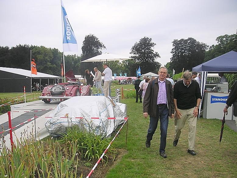 20.09.2010 Bild von Yves Kirpach /Luxemburg erhalten/ Yves Panther war auch da ! Nicht links das Fahrzeug(MORGAN? Sondern rechts unter der schönen Plane! Ob sein Panther wohl sauber war?