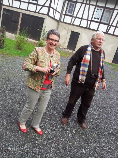 """Ruda freut sich , die Gaststube wird von zwei Herren geöffnet! Ich bin aber sehr skeptisch:  Jürgen will mit auf Panther-Tour und Bernd  ( """"Laferersatz"""") macht wenigstens figurmässig einen auf 5 Sternekoch!"""