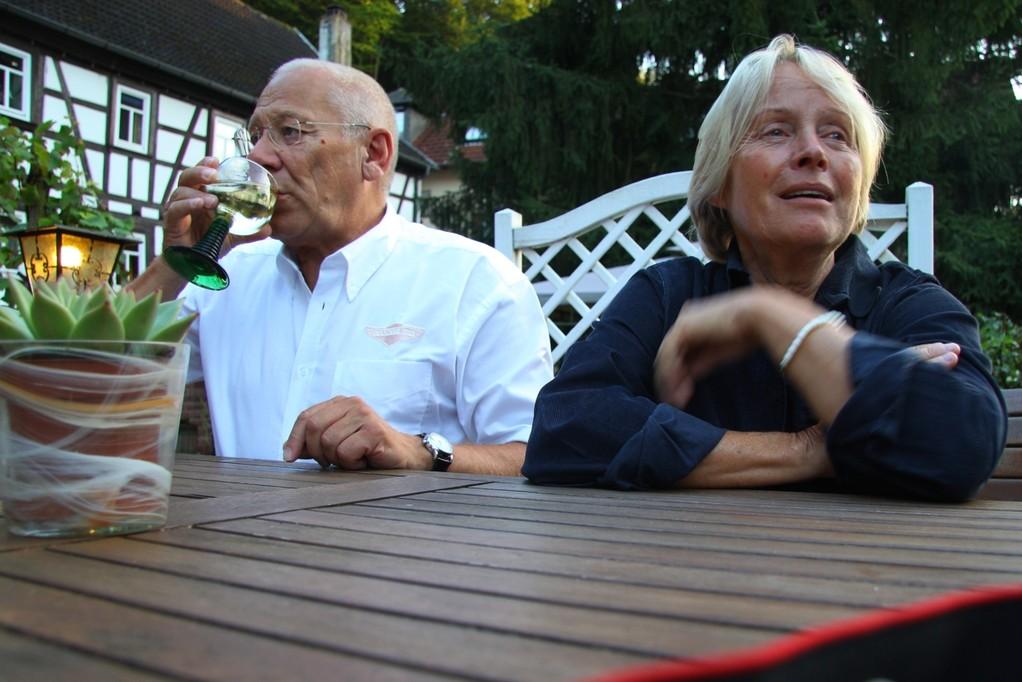 Sigrid trinkt nicht,isst kein Fleisch----Günther ist das Gegenteil!