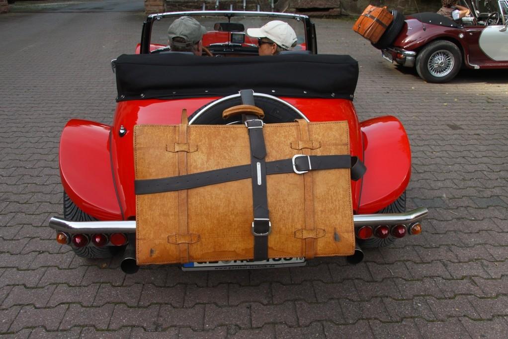 so wie Alfred arbeitet,so wird auch der Koffer befestigt! Immer schön mit Wasserwaage!