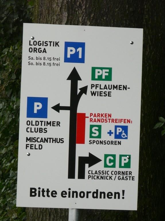 Parkhinweise-Morganfahrer müssen nach recht auf Parkplatz  PF