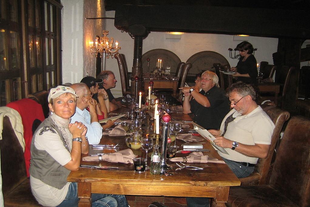 doch noch ohne Reservierung ein Platz im der großen Weinpresse bekommen! Lieblingslokal der Pfeffers!
