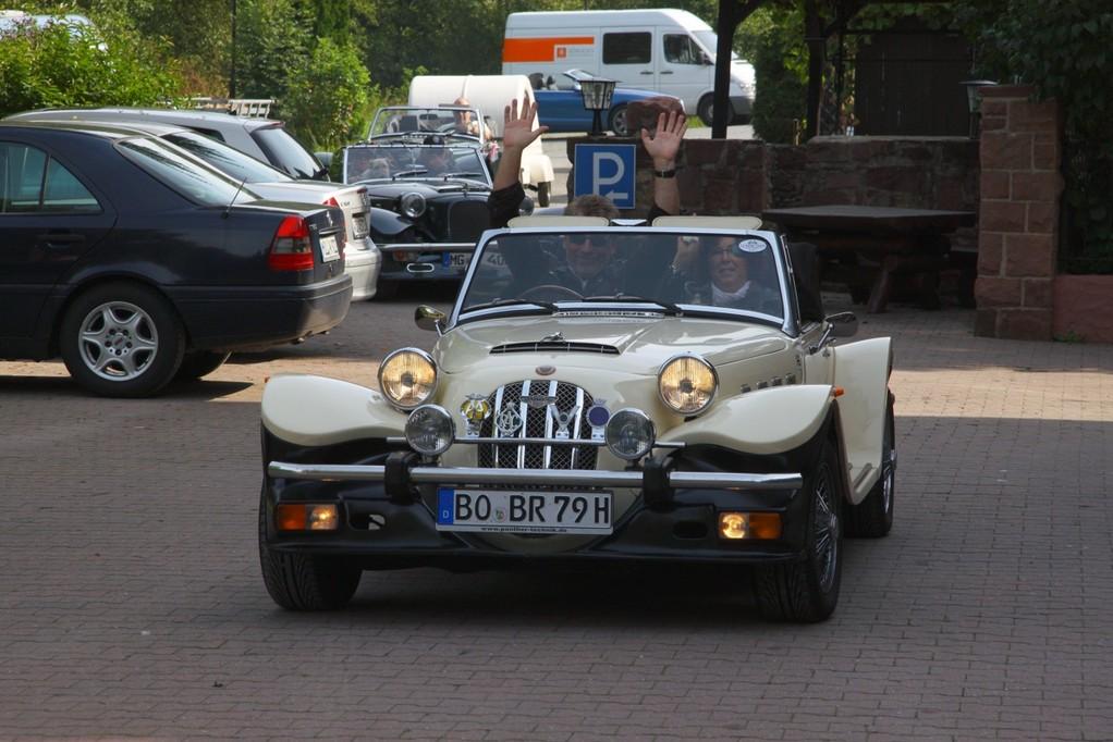 Ute & Bernd auf dem Weg Richtung Bochum! Ob Bernd wieder 3/4 der Fahrt ohne Hände am Steuer schafft?