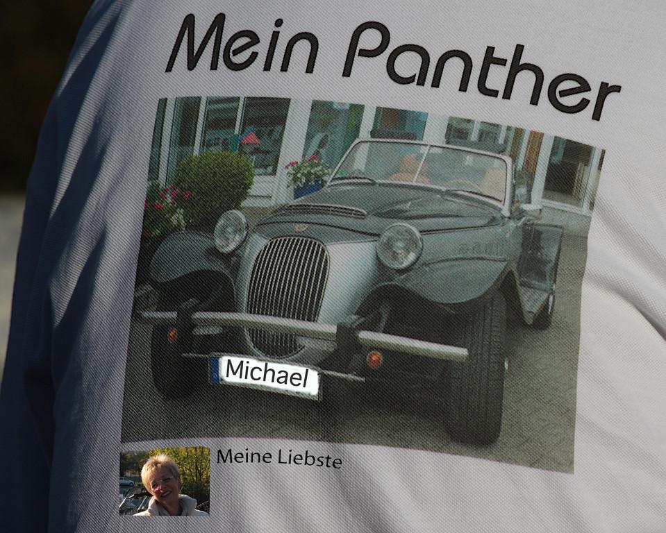 Bilddruck auf dem Rücken:Typisch Pantherfahrer.....das Wichtigste zuerst!