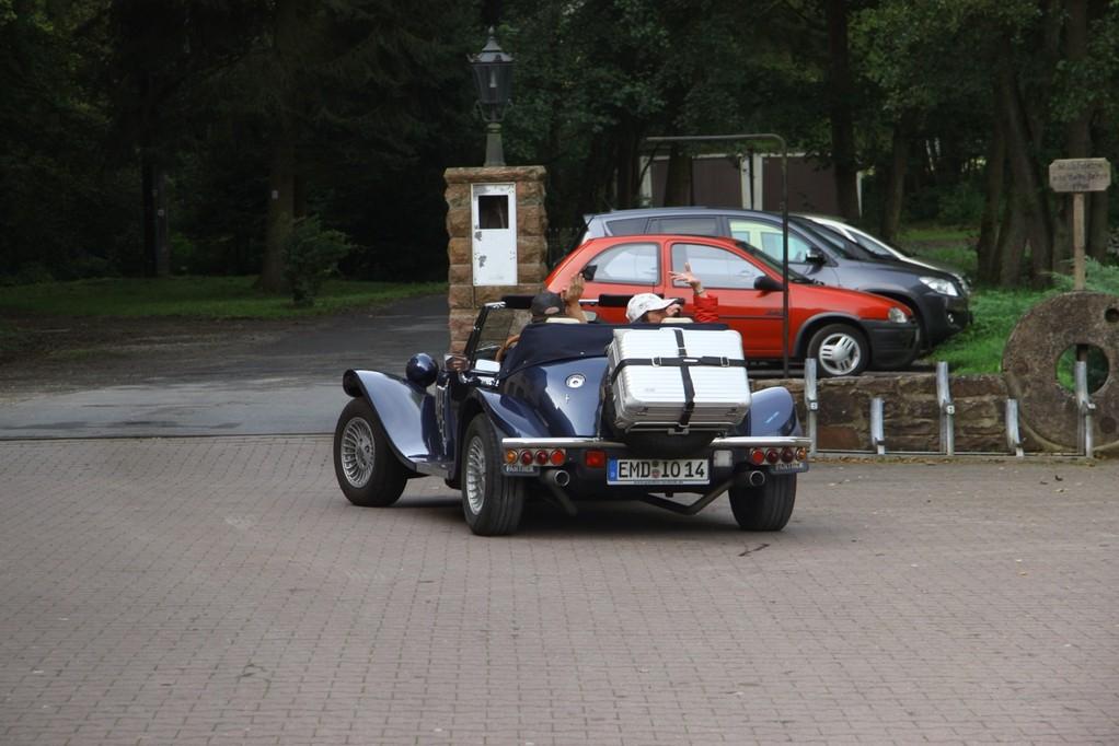 Hermann fährt nach Hause. Hinten ist kein Koffer sondern die größte Alu- Büchse Emdener Sprotten
