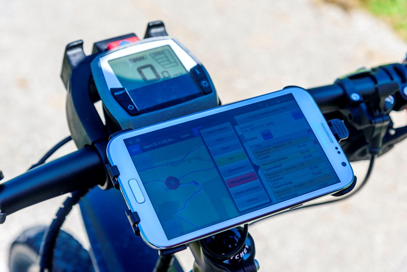 GIS-Datenbank In Zusammenarbeit mit der RIWA GmbH: Entwicklung einer App für die mobile Datenerfassung von Rad- und Wandernetzen und deren Infrastruktur sowie für das Qualitätsmanagement