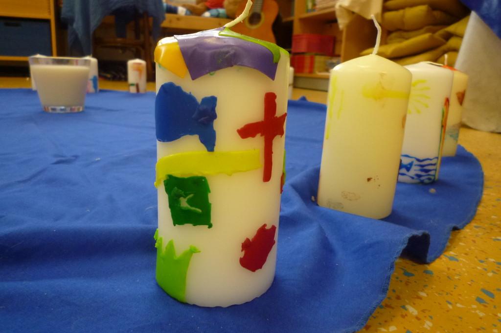 Wichtige Symbole auf einer Taufkerze