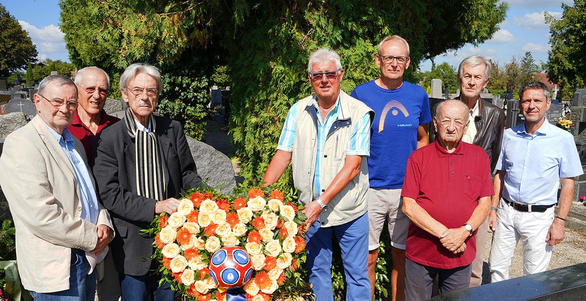 Kranzniederlegung der LSG-Mitglieder am Grab Günther Wieland
