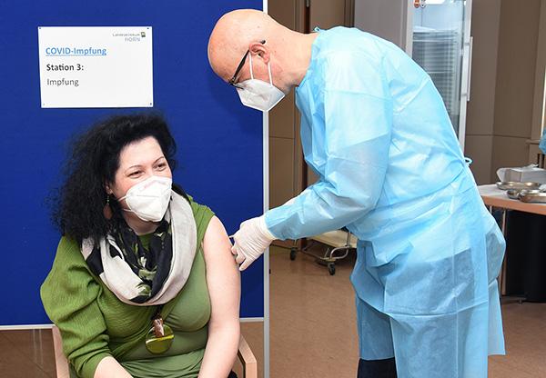 Landesklinikum: Covid-Impfaktion für Mitarbeiter gestartet