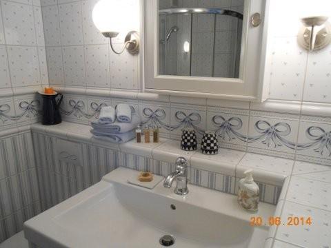 Badezimmer Lavabo-Dusche-WC