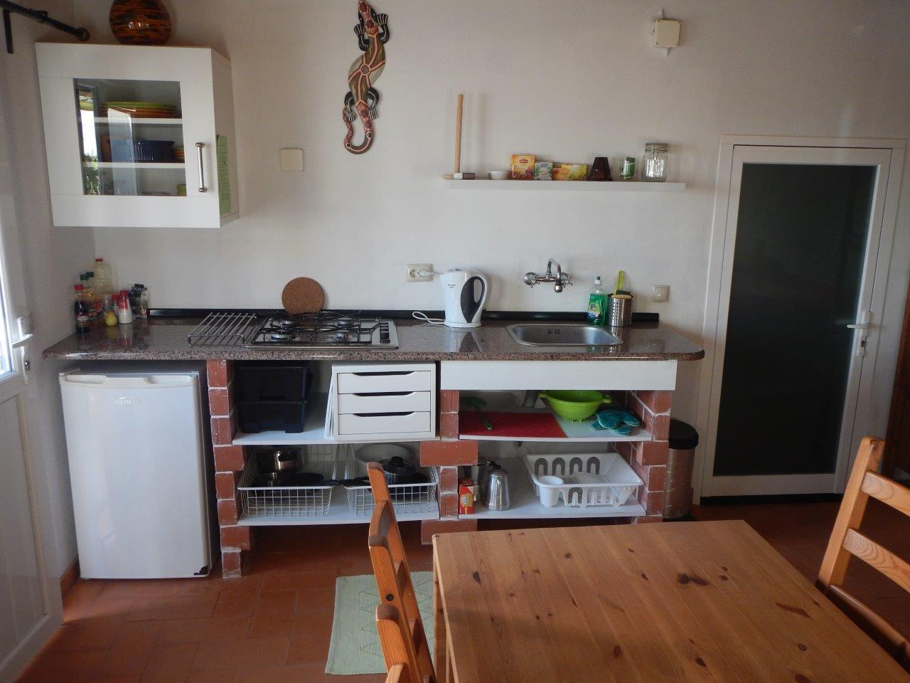 Die Küchenzeile und der Essbereich