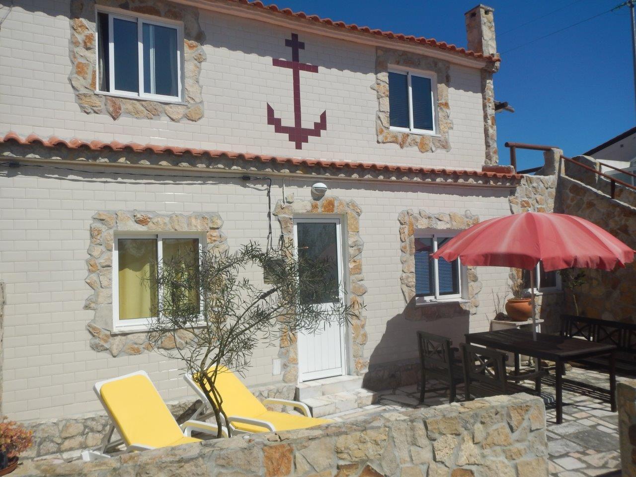 Casa Familia der Eingang mit der Terrasse davor