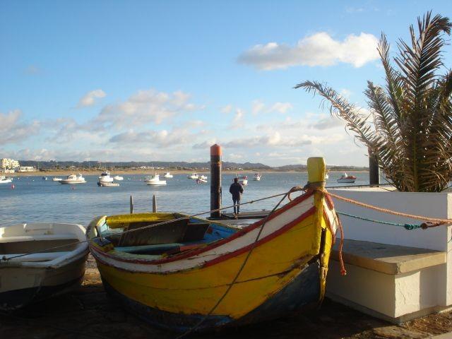 Die Cais von Sao Martinho do Porto in Portugal an der Silberküste.