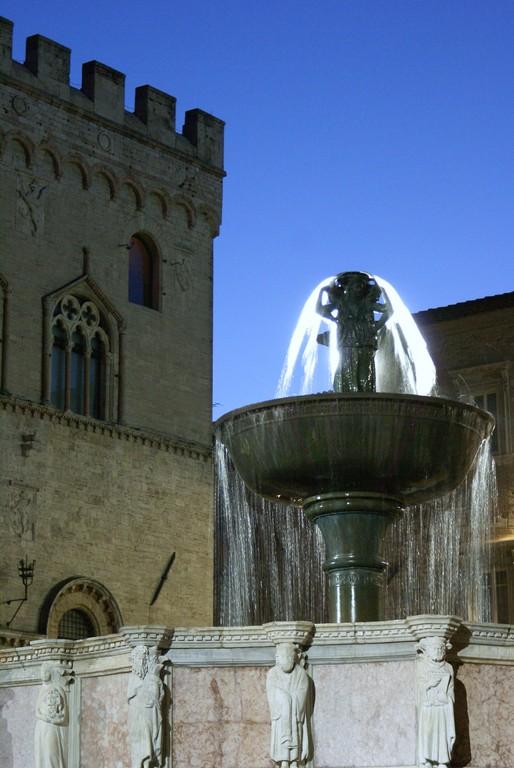 Fontana Maggiore  ( de nuit )