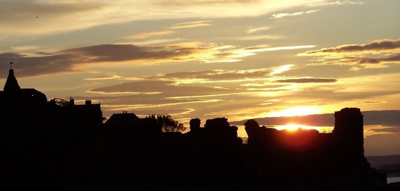 coucher de soleil sur le ch%C3%A2teau de st andrew Poster un article