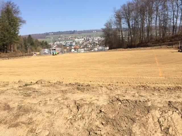 Der Tiefbau ist abgeschlossen und der Untergrund für den eigentlichen Platzbau vorbereitet.