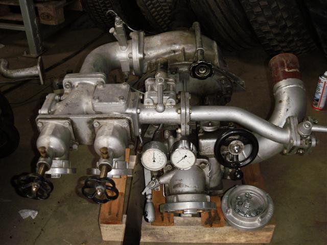 Als erstes wurde die Pumpe ausgebaut und bei Ebay versteigert.