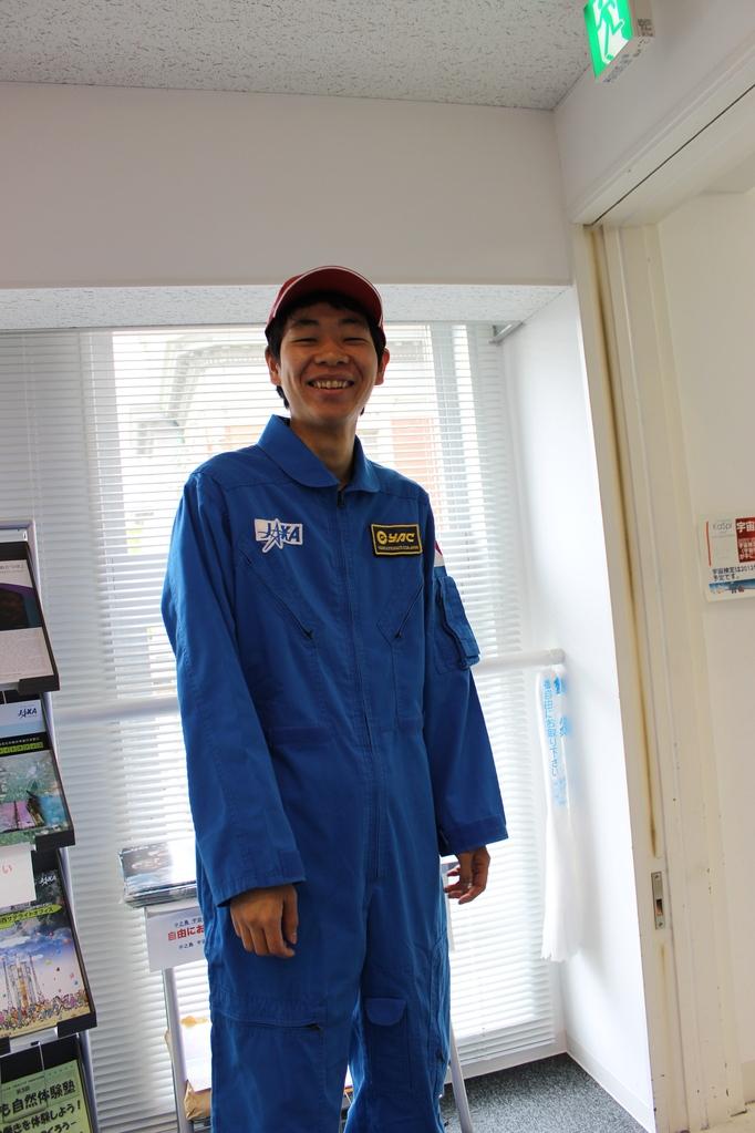 宇宙服を試着してみると、こんな感じになります。